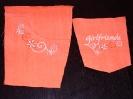 bestickte Hose in orange - Taschenkante zur Probe gestickt.